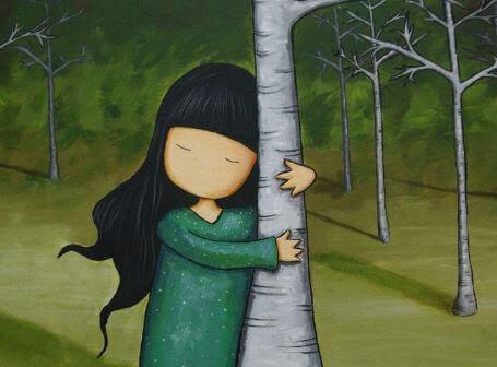 bambina che abbraccia un albero