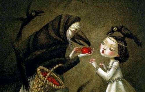 strega dal viso di corvo che dà una mela alla principessa