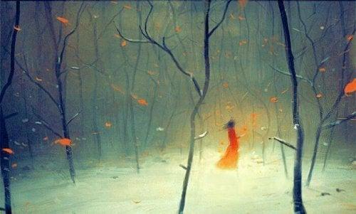 donna in mezzo al bosco