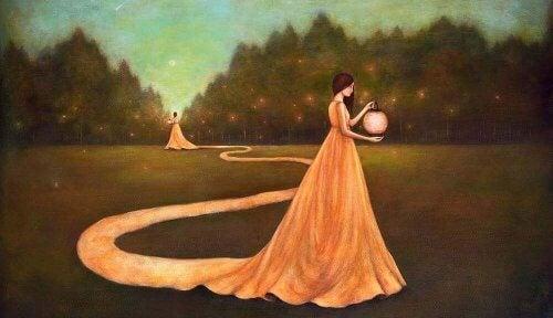 donna incontrando se stessa in un giardino