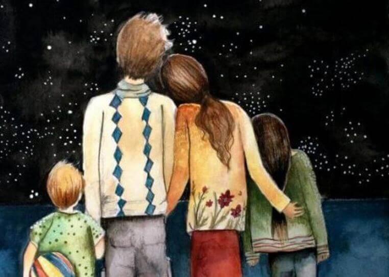 famiglia di spalle che guarda cielo stellato