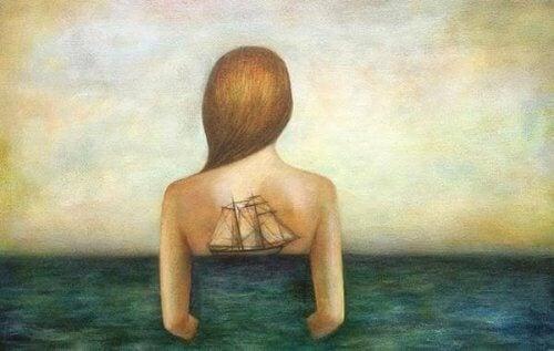 donna con veliero nella schiena