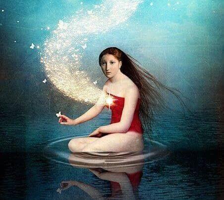 donna in acqua con scia di stelle fino al cuore