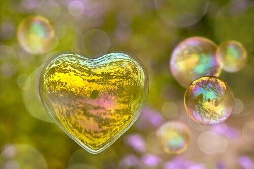 bolla di sapone a forma di cuore