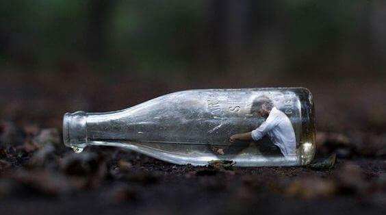 uomo-bottiglia