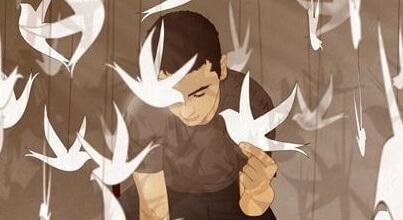 Uomo con uccelli di carta