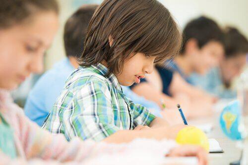 bambini-studiano-con-il-metodo-kumon