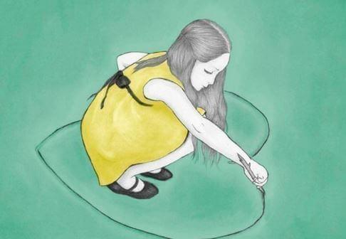 bambina che disegna un cuore a terra