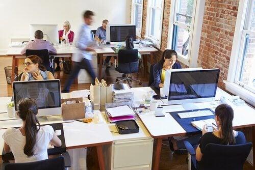 persone-in-ufficio