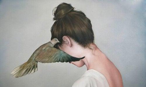 donna con colomba