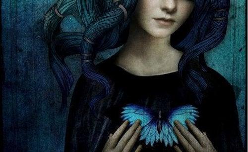 ragazza con farfalla sul petto