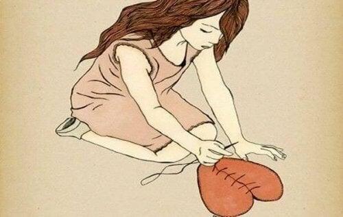ragazza che cuce un cuore
