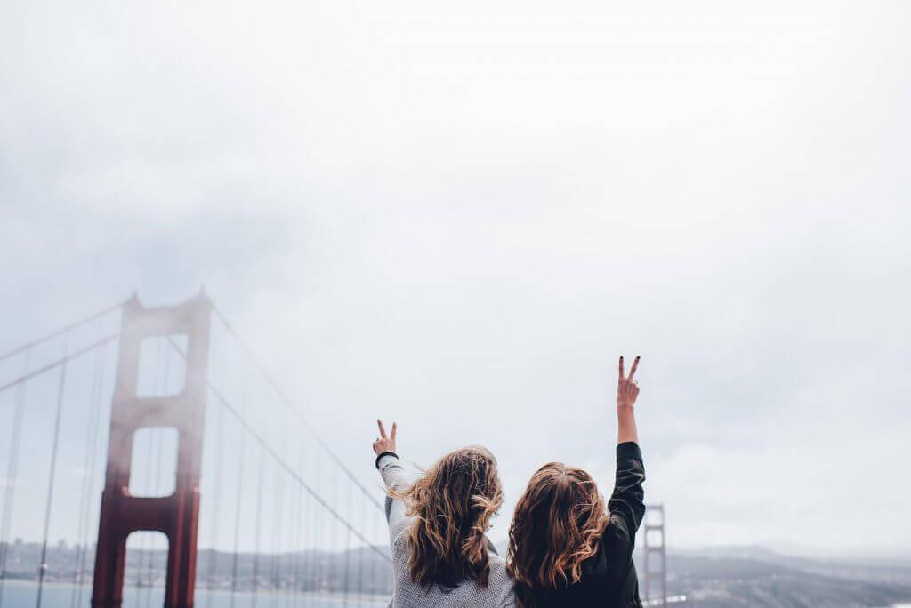 amiche-su-un-ponte
