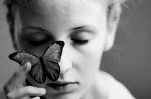 prozac di seneca donna-con-farfalla-sul-viso