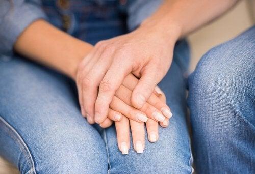 mani-unite-della-coppia