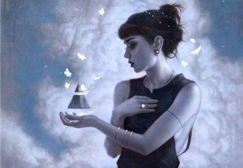 ragazza con triangolo in mano e farfalle bianche