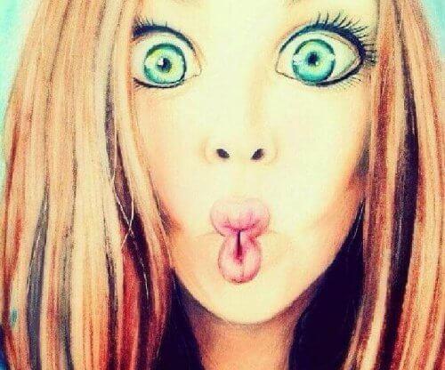 ragazza bocca di pesce
