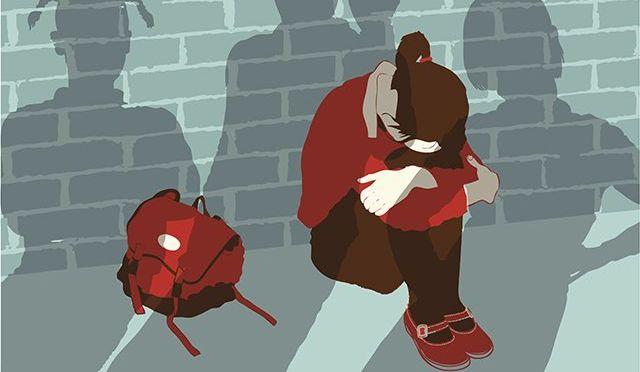 ragazza-vittima-di-bullismo-piange