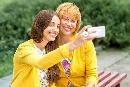 mamma e figlia selfie