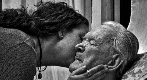 Diventiamo tutti genitori durante la morte dei nostri genitori