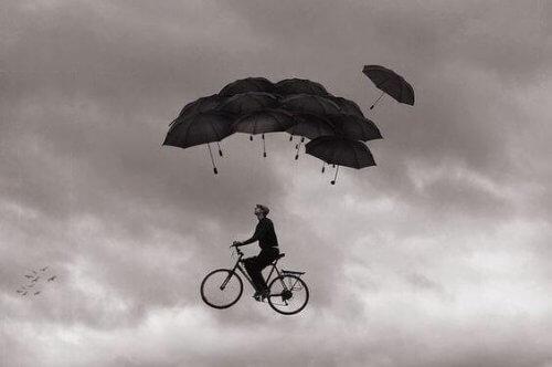 uomo-vola-in-bici
