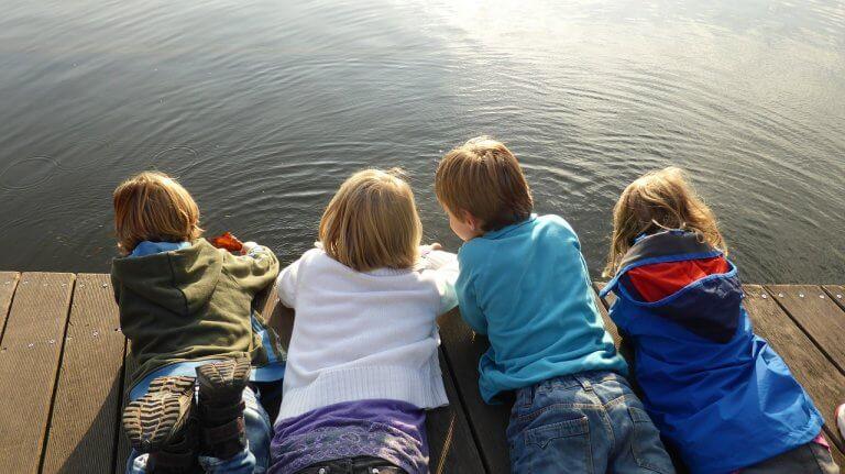 bambini-sul-pontile