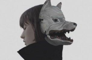 autenticità donna-con-maschera-di-lupo