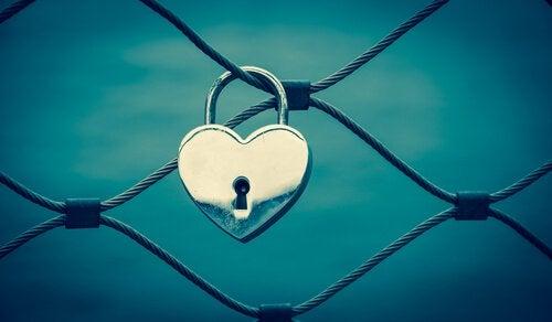 lucchetto-a-forma-di-cuore