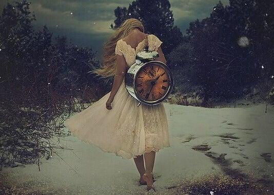 ragazza-con-orologio