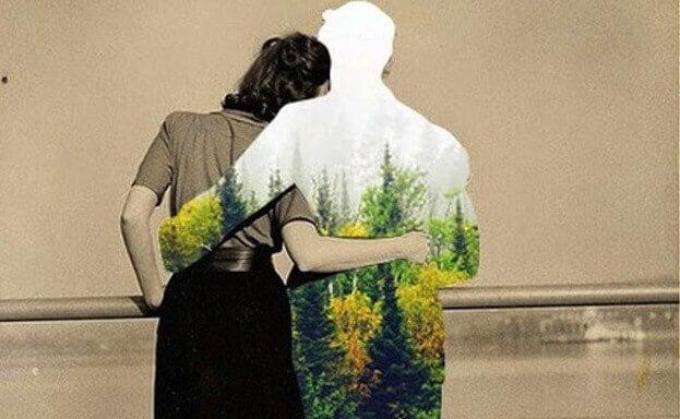 abbraccio-tra-fidanzati