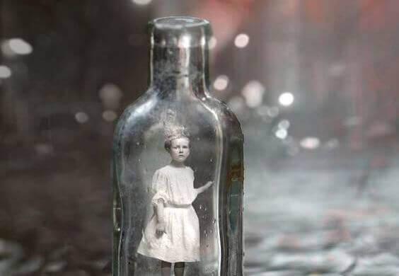 bambina-nella-bottiglia