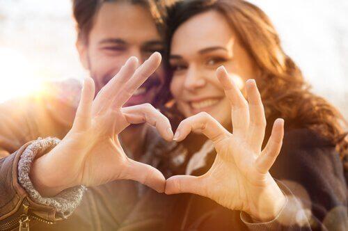 7 consigli per scoprire se una persona vi ama