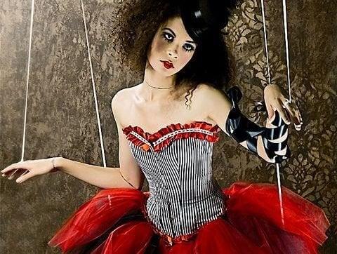 donna-marionetta-triste