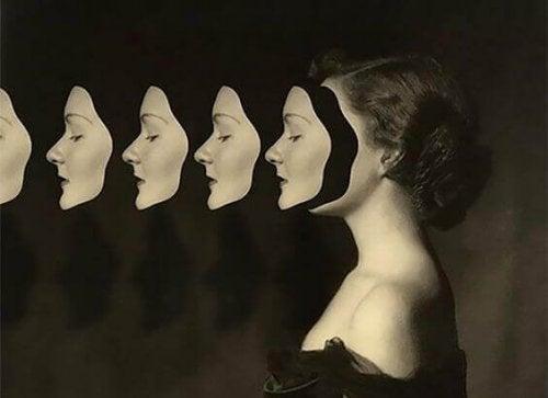 donna-molte-maschere