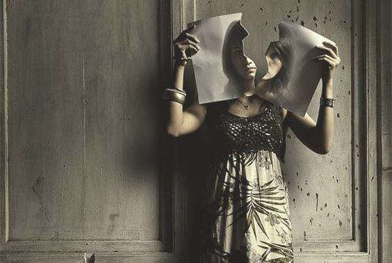 foto-di-donna-strappata