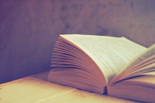 7 libri che vi faranno riflettere sulla società attuale