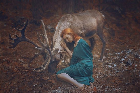 ragazza-con-cervo
