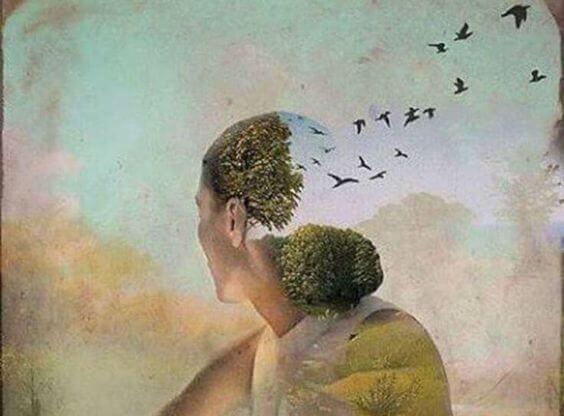volto-di-donna-e-volo-di-uccelli