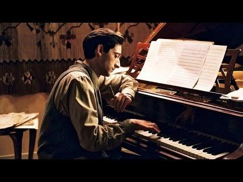 uomo-che-suona-il-pianoforte