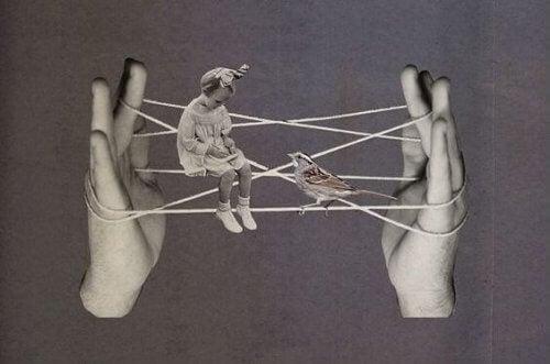 bambina-e-uccellino-su-fili