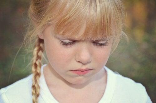 bambina-imbronciata