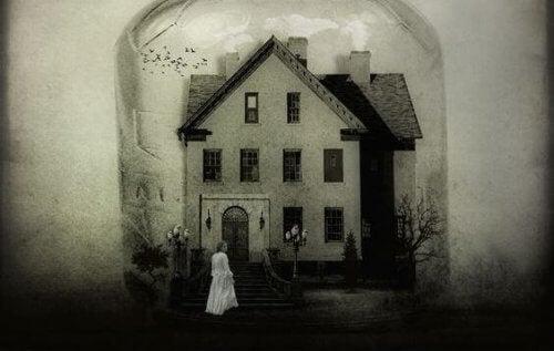 casa-e-donna-sotto-campana-di-vetro