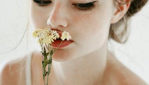 donna-con-fiore