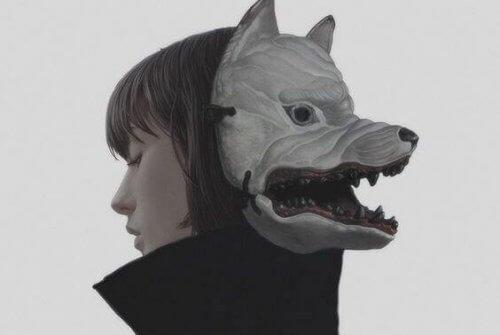 donna-con-maschera-da-lupo