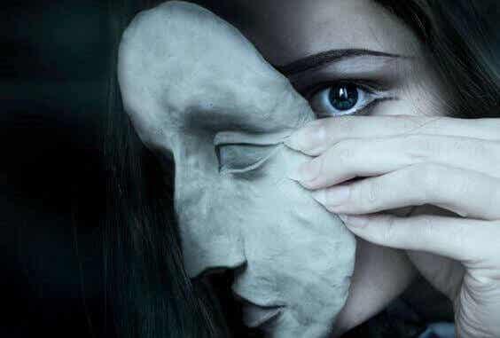 Reprimere le emozioni aumenta il rischio di soffrire di problemi epatici