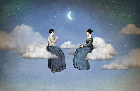 donne-parlano-su-nuvole