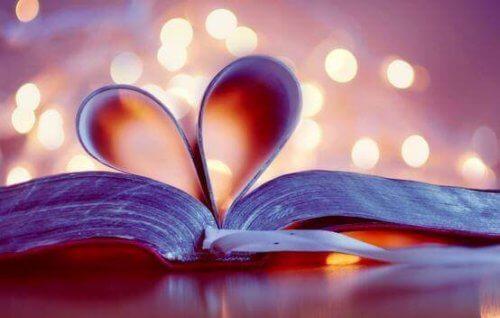 libro-con-pagine-a-cuore