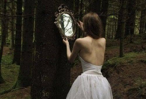 Se cercate una persona che vi cambi la vita, guardatevi allo specchio