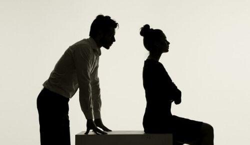 uomo-e-donna-di-spalle