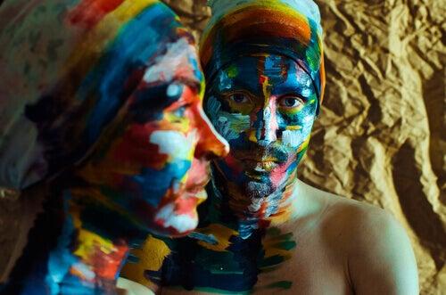 coppia-volti-colorati